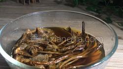 茶树菇烧肉的做法图解1
