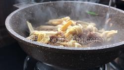 肉丝炒腐竹结的做法图解9