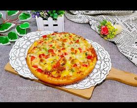 剛出爐的披薩。[圖]